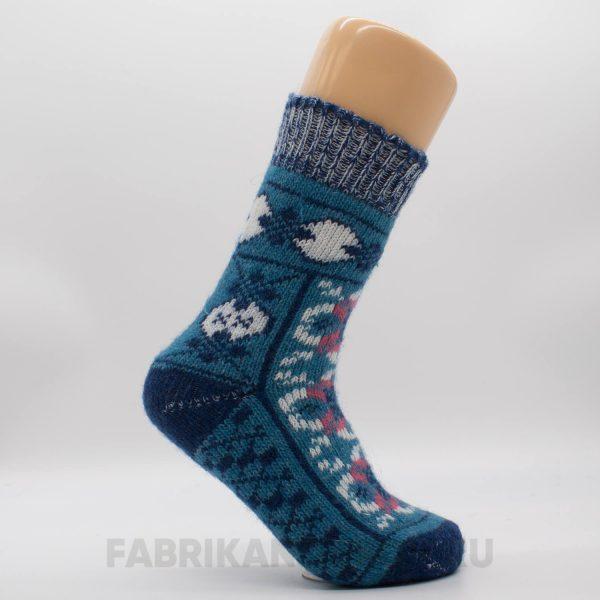 Женские шерстяные носки с орнаментом и узорами на следе