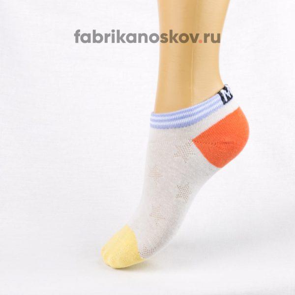 Короткие детские носки с цветными мыском и пяткой